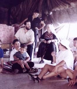 Die ältere Beduinengeneration lebt wie ihre Vorfahren in Zelten. Die Jüngeren bauen sich jedoch oft nebenan ein Haus.